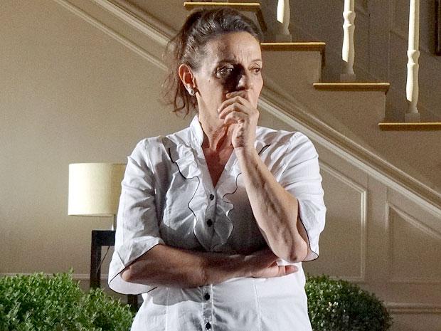 Teresa se emociona após a discussão (Foto: Amor Eterno Amor/TV Globo)