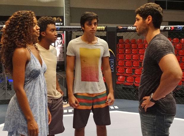 Wallace conta que vai parar de lutar (Foto: Fina Estampa/TV Globo)
