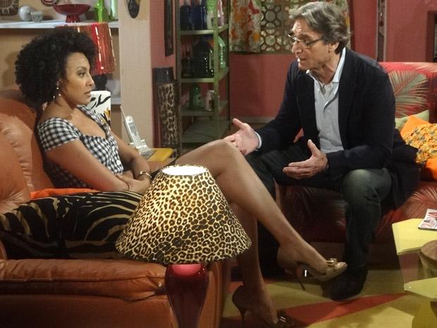 Sarita discute com Alberto (Foto: Aquele Beijo/TV Globo)