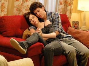 Gabriel explica a situação de Cristal para Alexia (Foto: Malhação / TV Globo)
