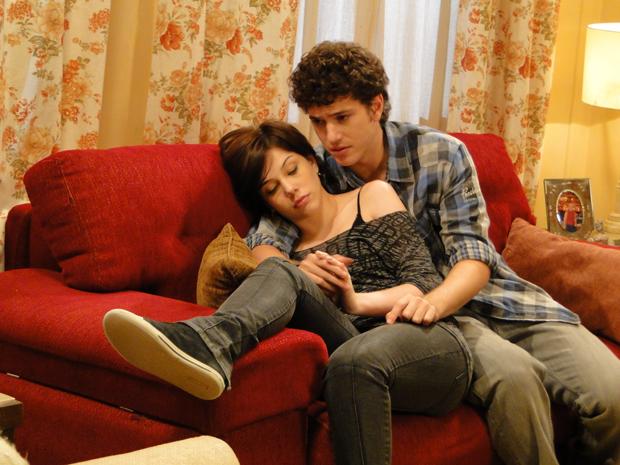 Alexia fica chateada porque Gabriel não ligou para ela (Foto: Malhação / Tv Globo)