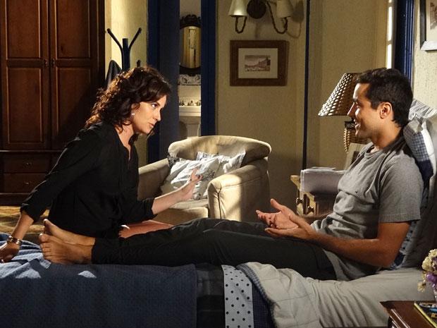 Claudia fala de casar com Vicente (Foto: Aquele Beijo/TV Globo)