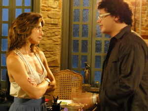 Fabiano chama Laura para jantar e ela topa (Foto: Malhação / Tv Globo)