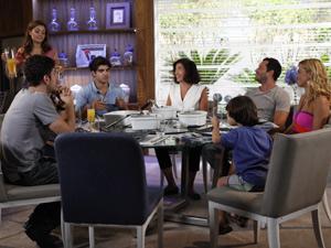 Família reunida (Foto: Fina Estampa / TV Globo)