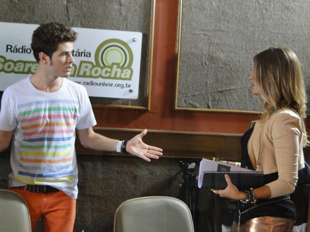 Kiko diz que ele é o protagonista da série e Maria debocha do ator (Foto: Malhação / Tv Globo)