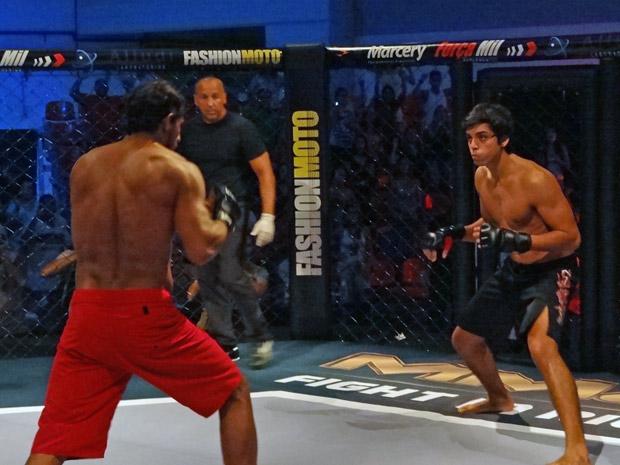 Leandro estreia como lutador de MMA (Foto: Fina Estampa / TV Globo)
