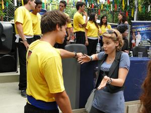 Babi fala para Betão ficar longe de Maria (Foto: Malhação / Tv Globo)