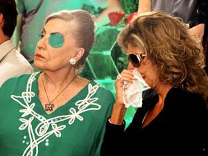 Maruschka tenta disfarçar o ódio (Foto: Aquele Beijo/TV Globo)