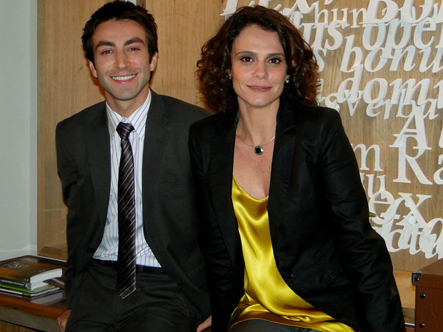 Humberto e Lygia são funcionários do escritório de Ernani Sarmento (Foto: TV Globo / Cheias de Charme)