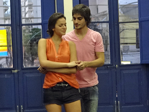 Bruna e Fiuk fizeram bonito na aula (Foto: Aquele Beijo/TV Globo)