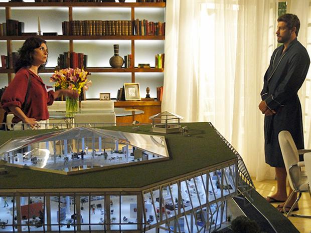 Claudia manda Rubinho a esquecer de vez (Foto: Aquele Beijo/TV Globo)
