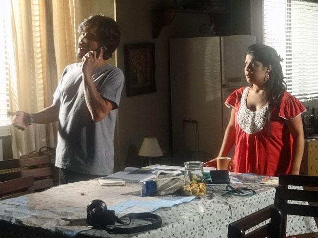Gracinha fica triste quando Pedro fala sobre Gisele (Foto: Amor Eterno Amor/TV Globo)