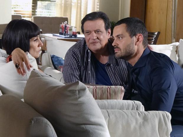 Fernando e Dimas tentam acalmar Melissa (Foto: Amor Eterno Amor / TV Globo)