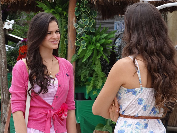Belezinha não se abala com as ameaças de Graciosa (Foto: Aquele Beijo/TV Globo)
