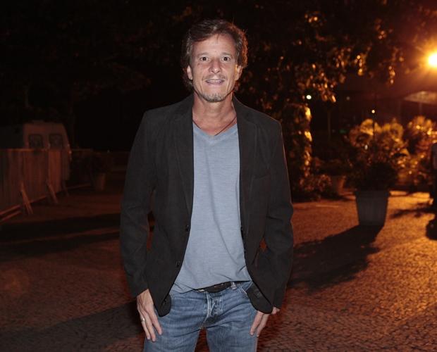 Elenco de Avenida Brasil se reúne para assistir ao primeiro capítulo