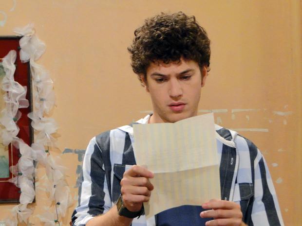 Gabriel descobre que será pai de um menino (Foto: Malhação / TV Globo)
