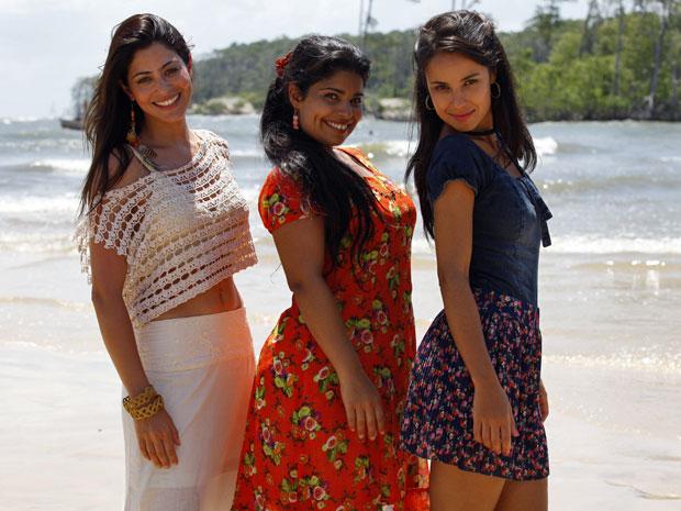 Jacira, Gracinha e Valéria esbajam estilo em Marajó (Foto: Amor Eterno Amor/TV Globo)