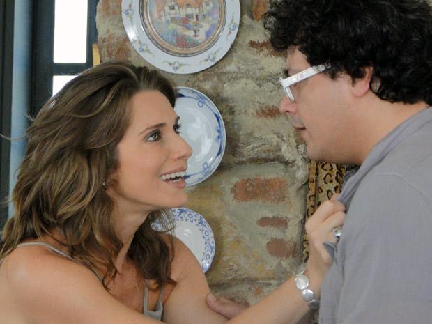 Laura aceita Fabiano. Ela tenta beijar o cineasta, mas ele diz que quer namoro à moda antiga (Foto: Malhação / TV Globo)