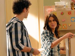 Natália tenta abrir os olhos de Gabriel, mas ele não dá ouvidos (Foto: Malhação / TV Globo)