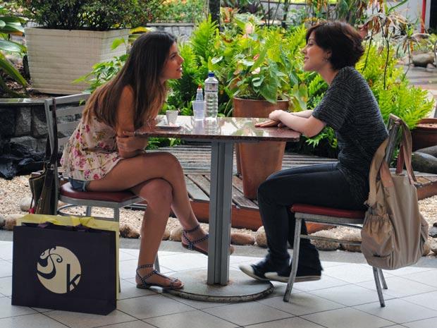 Cristal exije que Alexia se afaste de Gabriel, enquanto ela estiver em Petrópolis (Foto: Malhação / TV Globo)