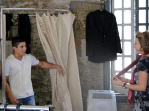 Jefferson aparece e deixa as amigas babando com o novo visual (Foto: Malhação / TV Globo)