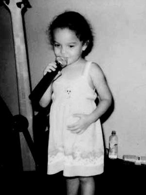 Leilah Moreno aos cinco anos de idade (Foto: Aquele Beijo/TV Globo)