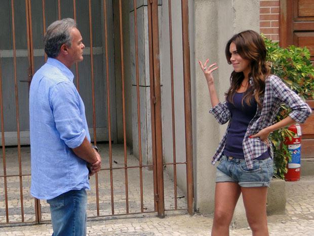 Natália diz que não pode jantar com Nelson, pois ele é casado (Foto: Malhação / TV Globo)