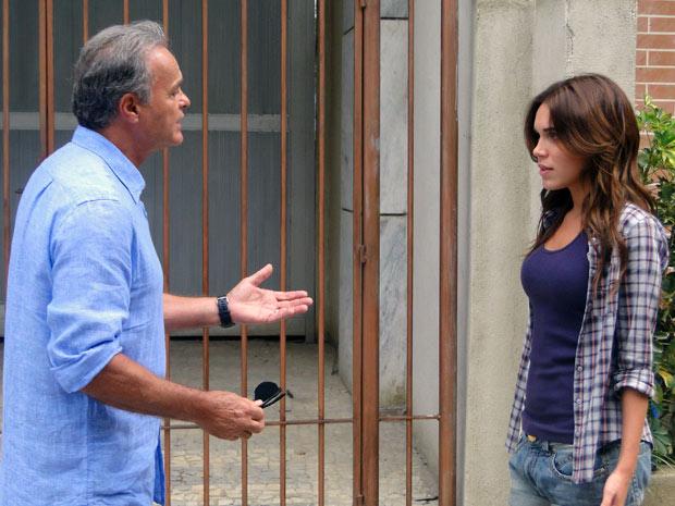 Ele diz que não precisa responder agora e ela promete pensar no assunto (Foto: Malhação / TV Globo)