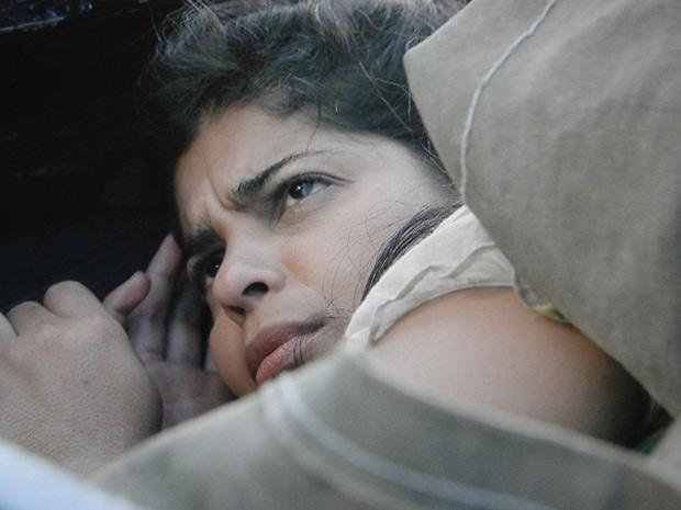 Gracinha acorda com espanto de Pedro (Foto: Amor Eterno Amor / TV Globo)