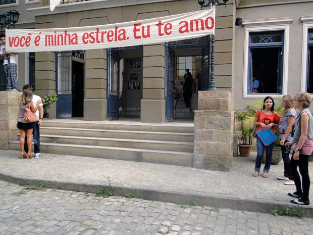 Babi fica chocada ao evr Maria beijando Betão (Foto: Malhação / TV Globo)