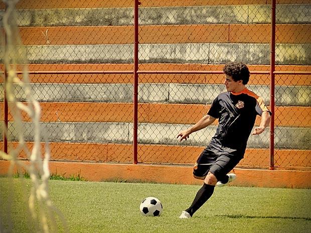 Leandro marca golaço em seu primeiro treino  (Foto: Avenida Brasil/ TV Globo)