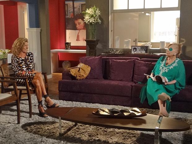 Maruschka diz a Mirta que vai pedir perdão à Regina (Foto: Aquele Beijo/TV Globo)
