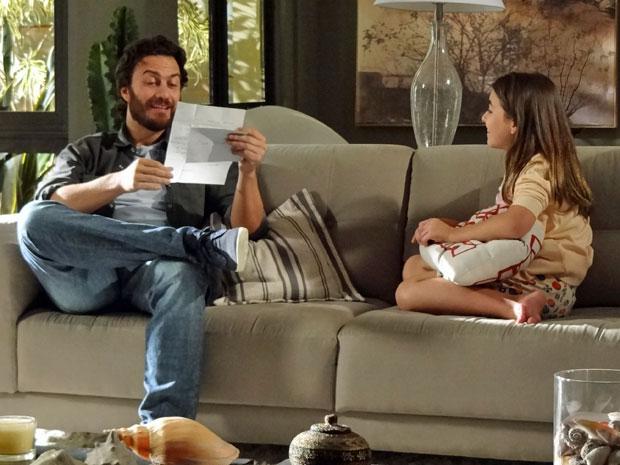 Rodrigo lê carta deixada por Verbena para Clara (Foto: Amor Eterno Amor/TV Globo)