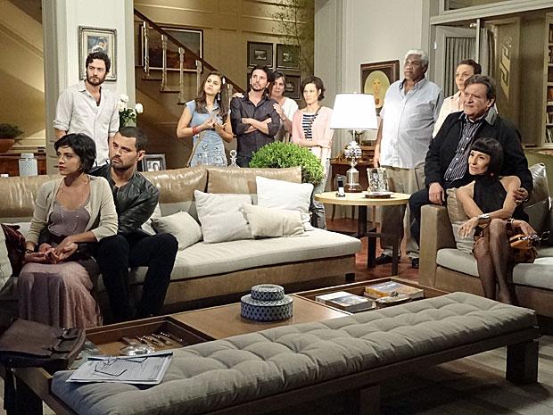 Rodrigo reúne toda família e amigos de Verbena (Foto: Amor Eterno Amor/TV Globo)