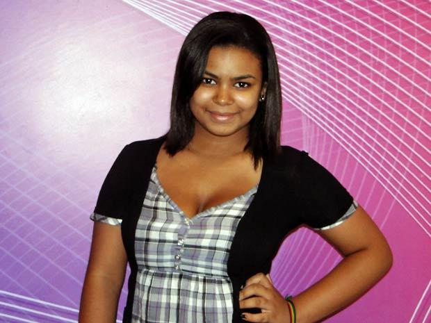 Alana é o primeiro personagem em TV de Sylvia (Foto: Cheias de Charme / TV Globo)