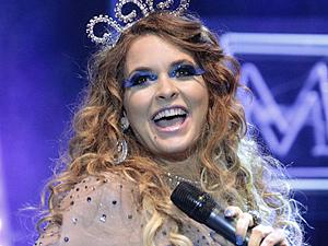 A maquiagem para os shows é puro luxo (Foto: Cheias de Charme / TV Globo)