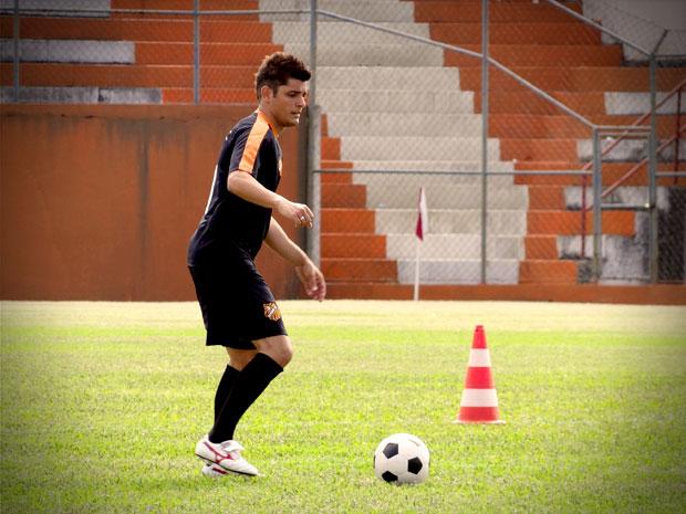 Antes de ser ator, Bruno Gissoni jogou futebol profissionalmente (Foto: Avenida Brasil / TV Globo)