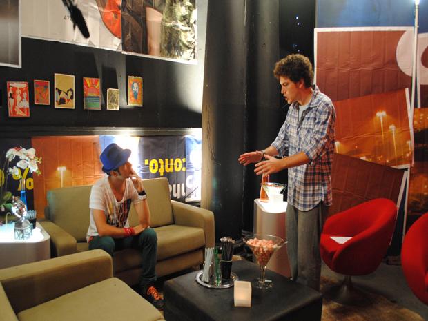 Gabriel dá bronca em Kiko por causa de mais uma confusão do astro (Foto: Malhação / TV Globo)