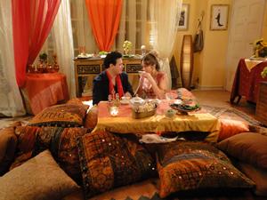 O casal toma chá de hibisco (Foto: Malhação / Tv Globo)