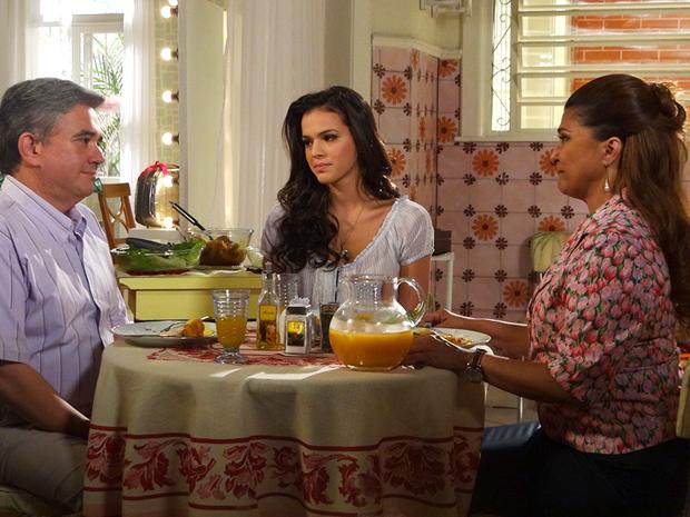 Íntima pede perdão a Bob pelo seu comportamento (Foto: Aquele Beijo/TV Globo)
