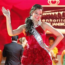 Belezinha desbancou as candidatas e foi coroada a Senhorita do Rio (Aquele Beijo - TV Globo)