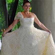 Claudia experimentou vários modelos de vestidos. Escolha o seu preferido! (Aquele Beijo - TV Globo)