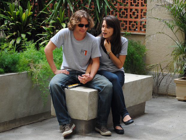 Filipe acha que namoro entre os dois, não vai dar certo (Foto: Malhação / TV Globo)