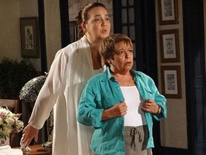 Iara encarna em Brites (Foto: Aquele Beijo/TV Globo)