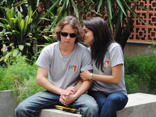 Isabela desconfia que o gato de Débora, pode ser Jefferson (Foto: Malhação / TV Globo)
