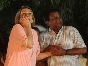 Otília e Cabo Rusty em pânico (Foto: Aquele Beijo/TV Globo)