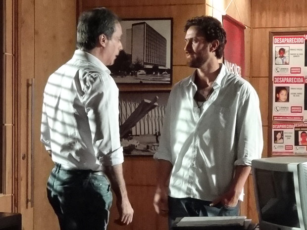Rodrigo vai até a ONG falar com Mauro (Foto: Amor Eterno Amor / TV Globo)