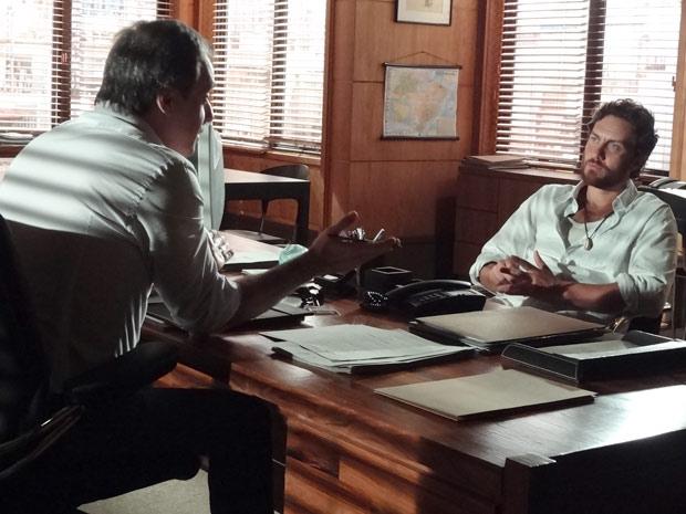 Rodrigo conversa com Mauro sobre Elisa (Foto: Amor Eterno Amor / TV Globo)