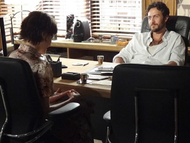 Marlene pede a Rodrigo um tempo para pensar (Foto: Amor Eterno Amor / TV Globo)