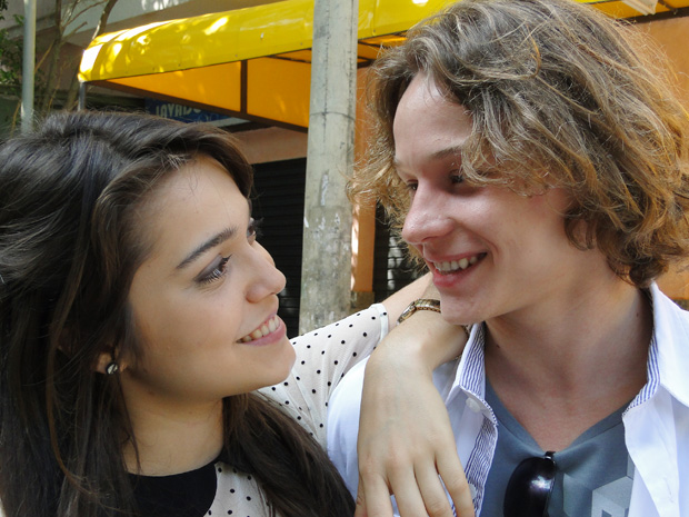"""Bella e Pedro comentam o relacionamento de seus personagens: """"Muito natural"""", afirma Tergolina (Foto: Malhação / TV Globo)"""